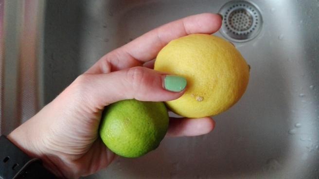 jak oczyścić skórkę z cytryny
